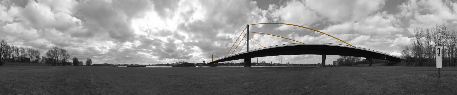 Panorama am Rhein P10b sw/gelb • Lambda-Print auf FUJIFILM Crystal Archive DPII, Diasec®/Acryl, 120 x 25 cm • Auflage: 5 + 2 Artist's Proof