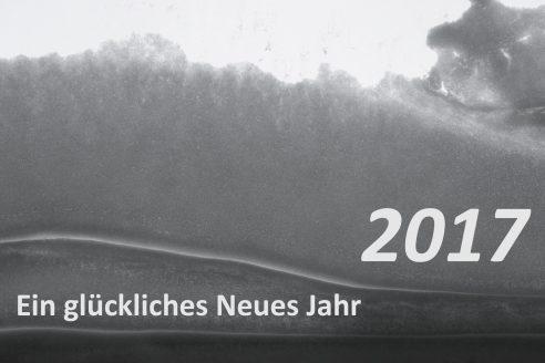 Foto Schnee auf Fenster mit Text Ein glückliches Neues Jahr 2017